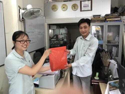 Tặng quà cán bộ nhân viên Nam Phúc nhân dịp sinh nhật