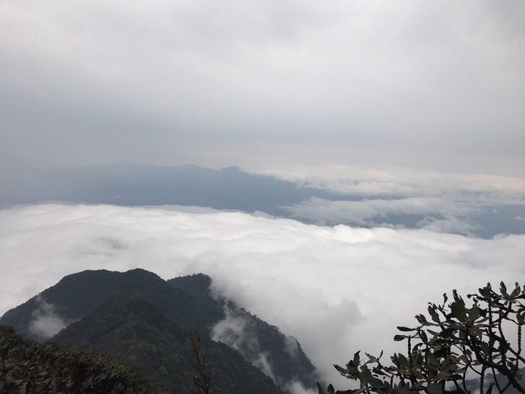mây vờn núi